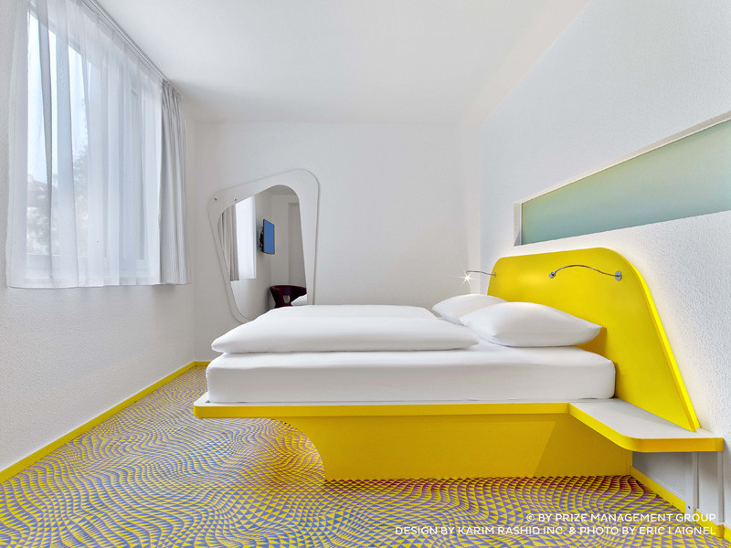 25 photos of the karim rashid designed prizeotel in for Design hotel hannover