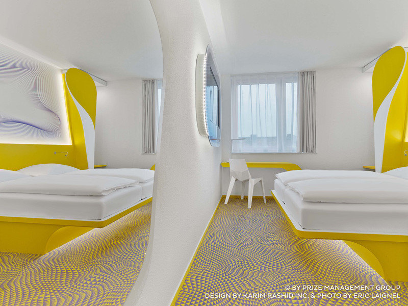 25 photos of the karim rashid designed prizeotel in for Hotel hannover design