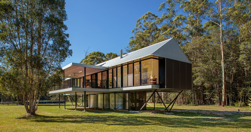This house was built in a flood zone, so they raised it off the ground // Platypus Bend House by Robinson Architects