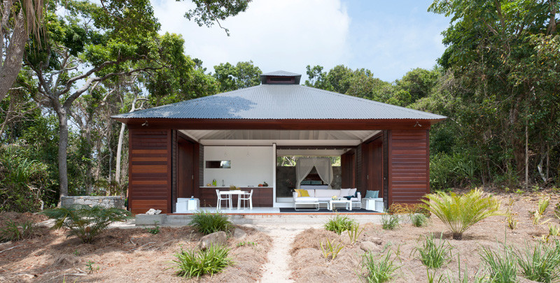 This small beach house is designed for true indoor/outdoor ...