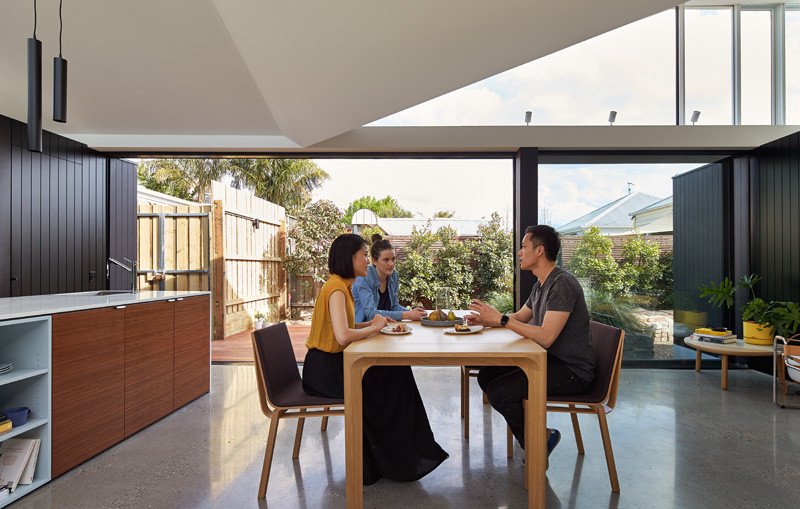 An open and airy addition has been designed for this home in Melbourne // The Tunnel House by MODO (Michael Ong Design Office)