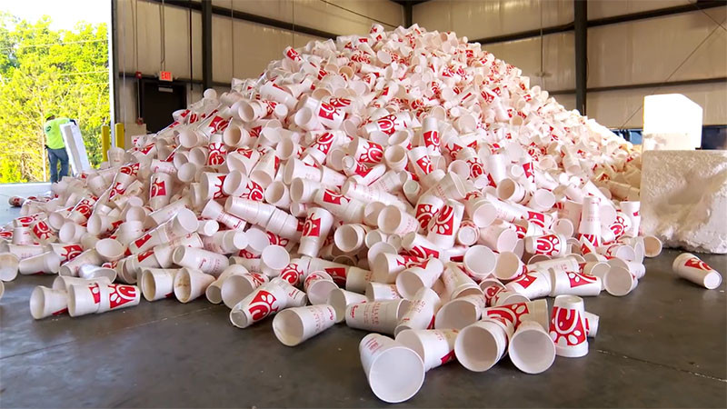 Watch how this fast food chain transforms customers used cups into park benches