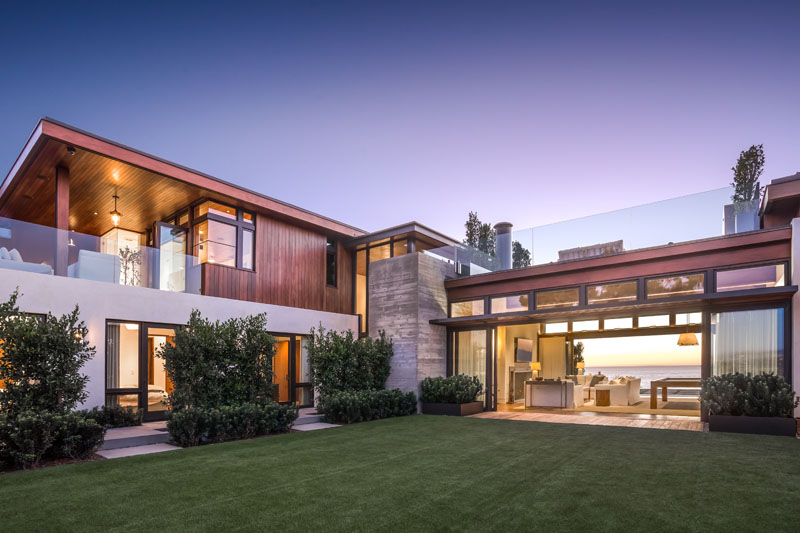 A New Home Of Concrete And Wood In Southern California