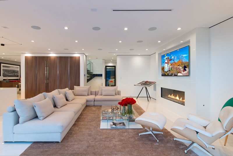 See why this new house in the Hollywood Hills is so Los Angeles