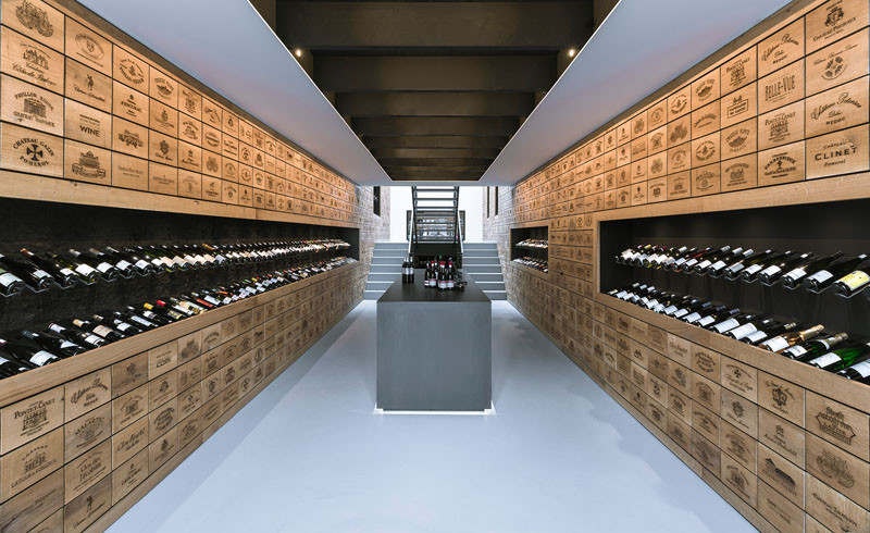 2100 Engraved Oak Panels Line The Walls Of This New Wine Shop In Rotterdam