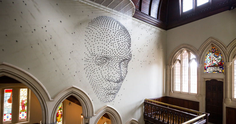 This artist created a 3D human face from 2000 suspended metal stars