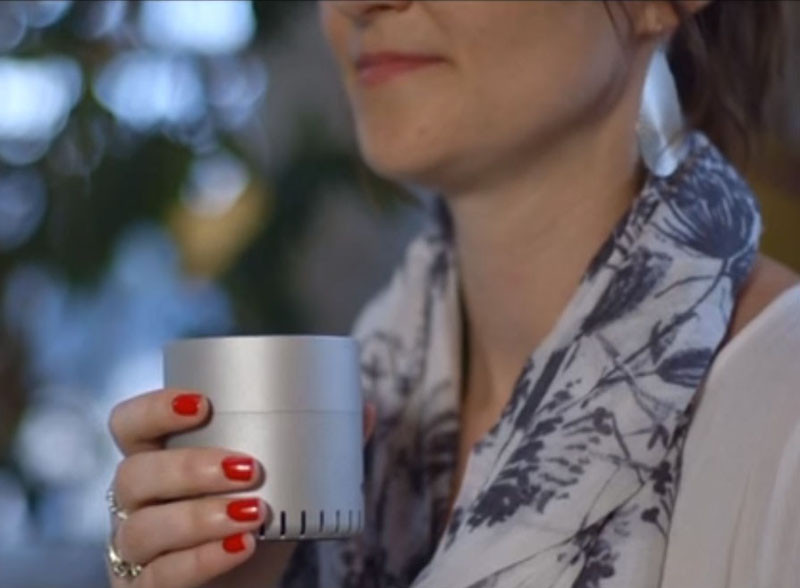 This little speaker is like a jukebox for scents