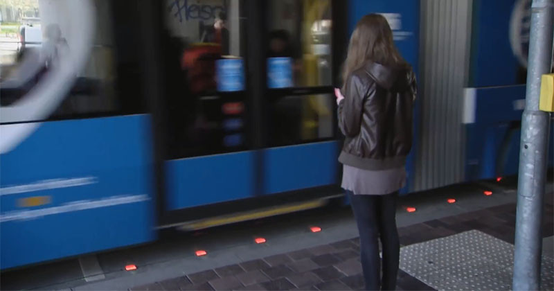 These Traffic Lights Aim To Get The Attention Of Distracted Walkers