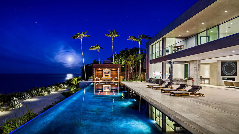 This Modern Home In Malibu Includes Plenty Of Palm Trees