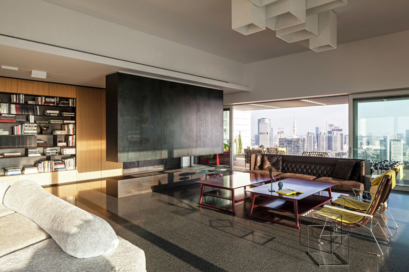 The Art Collector Penthouse by Pitsou Kedem Architects
