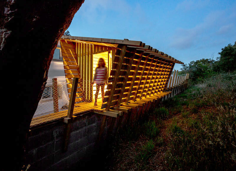 Casa no muro, a playhouse in Portugal, designed by Martial Marquet & Mohammed Omais, together with Olivia Gomes(SA), and Remi Godet