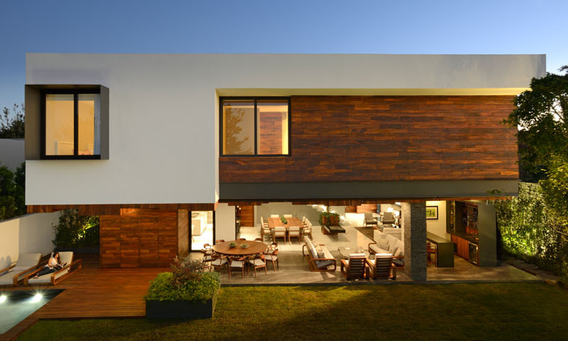 The Atrium House by Rama Construction & Architecture