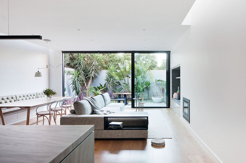Courtyard House by Robson Rak