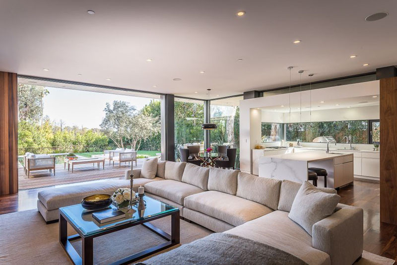 The living / dining areas and kitchen all share the same space in this Californian home.