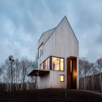 This Tall Cabin Overlooking The Canadian Coastline Is A Quiet Holiday Home