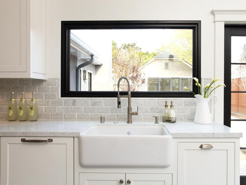 never let anyone tell you that farmhouse sinks can't be