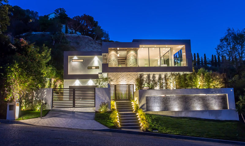 A New Home By Michael Parks Of Msp Design Development Located In The Hollywood Hills Los Angeles Has Been Listed For Let S Have Look Around