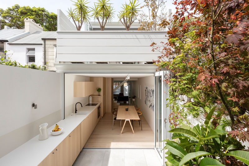 Indoor / Outdoor Kitchen - The Surry Hills House by benn + penna