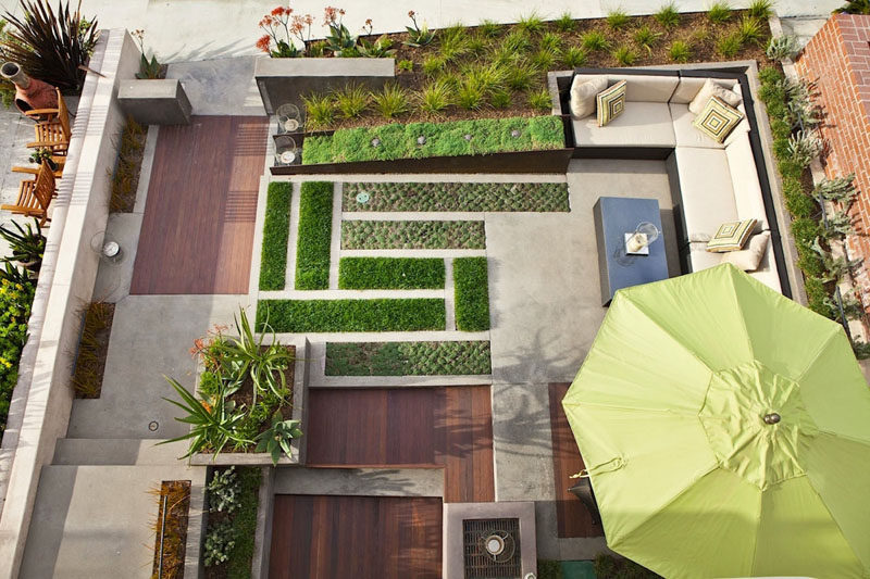 16 Inspirational Backyard Landscape Designs As Seen From Above // This back patio has added lots of greenery and clean lines to keep it modern, but also keep it feeling like a natural, outdoor space.