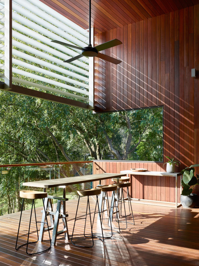 This Australian home has a semi-outdoor bar area for enjoying a cool beverage while looking at the surrounding bushland.