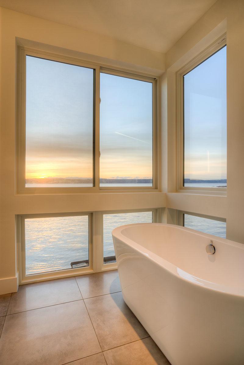 The bathtub in the bathroom has amazing views.