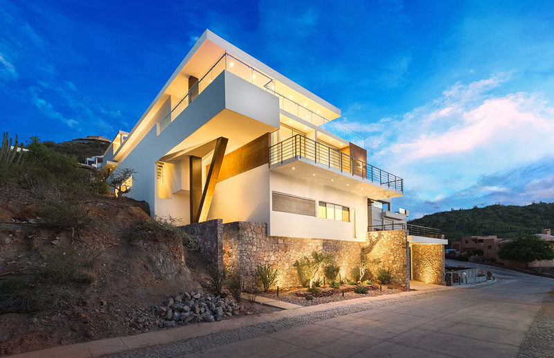 This multi-level home on a steep lot, is located in San Carlos Nuevo Guaymas, a beachfront subdivision, within the northern state of Sonora, Mexico.