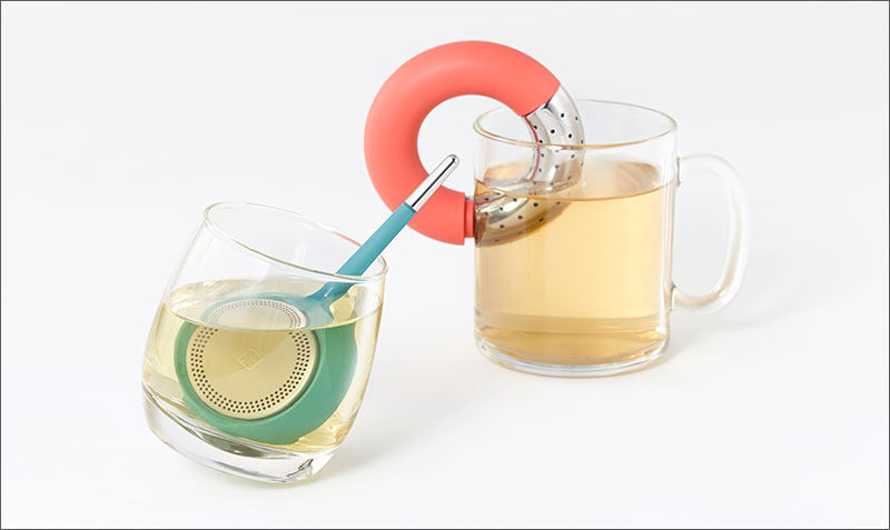 Koma and Torus, are minimalist, brightly colored tea infusers. Koma has a round base with stainless steel-trimmed handle to easily stir the tea.And the brushed steel cover, can easily be opened at the touch of a finger for quick refills. Torus is the donut-shaped tea infuser, and it can be turned into an S-shape, allowing it to cling to any cup. Torus can also be stored on a case, that can hold up to three infusers, and can also be used for dry storage of loose tea.