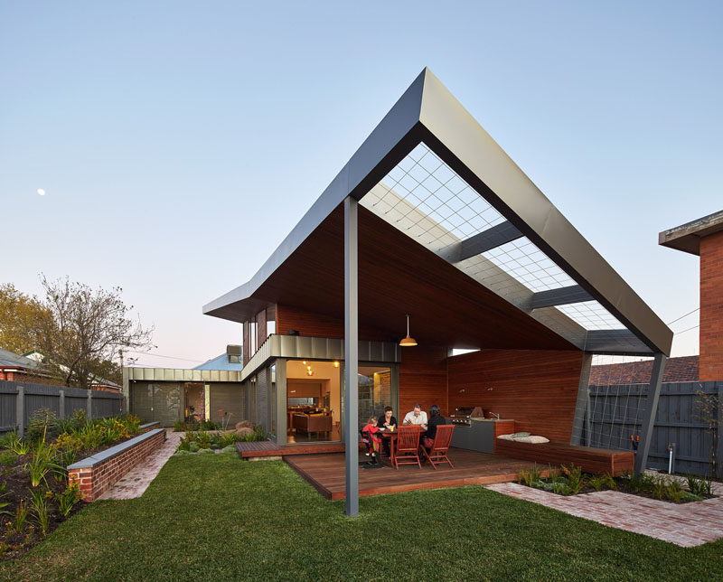 Guild Architects were asked to design an extension that would integrate the garden as part of the living area, and encourage living outdoors.