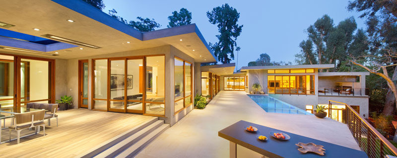 This mid-century modern house was renovated to include amenities like an infinity edge swimming pool.