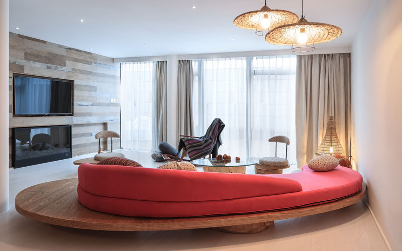 23 Pictures Of The Ripple Hotel At Qiandao Lake, In Hangzhou, China // The lounge in a hotel suite.