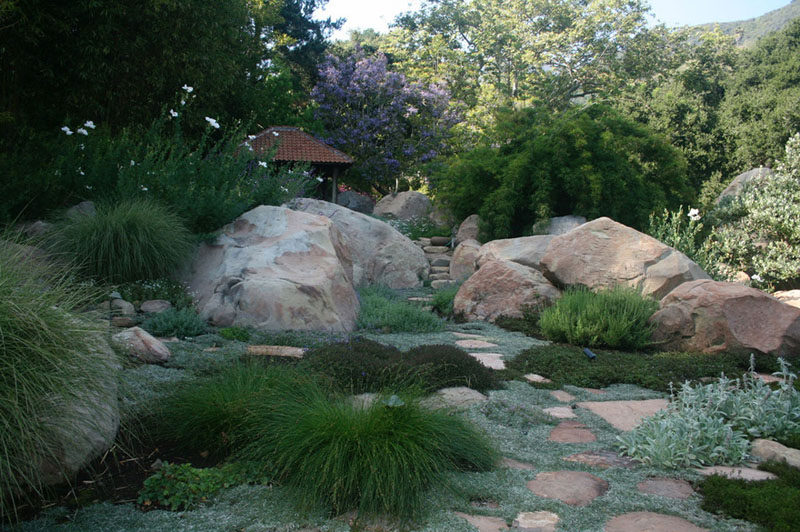 5 Benefits Of Having A Rock Garden // Rock gardens look great all year.
