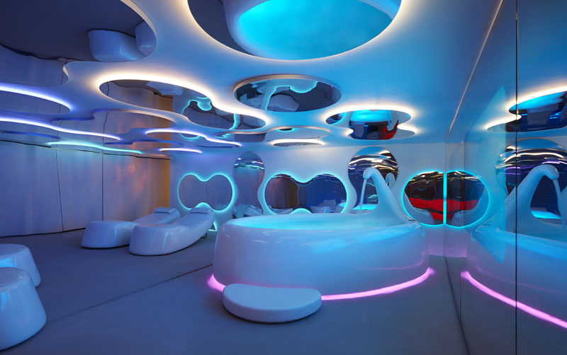 Curvy shapes have been used in the design of the spa, like in the mirrors and furnishings.