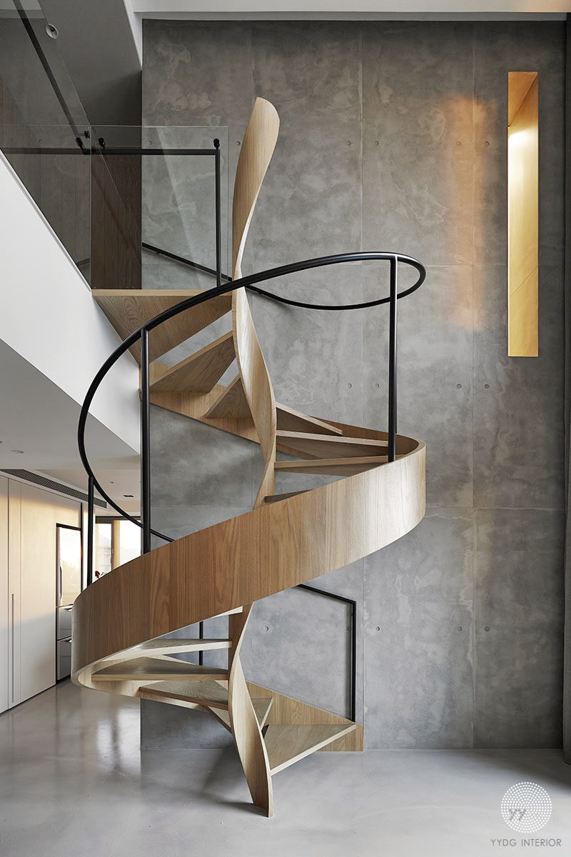 Interior design firm YYDG, didn't just install your typical wooden staircase when they were designing the interiors of this home. Instead they chose to design a wooden spiral staircase to connect the different levels of the home, and the central part of the stairs is twisted wood.