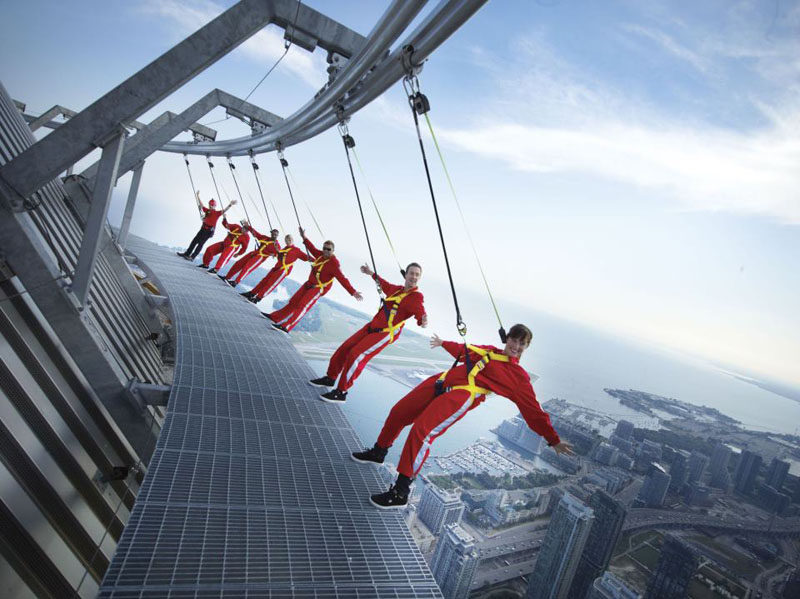 17 Tourist Activities That Would Be A Nightmare For People With A Fear Of Heights // EdgeWalk around the CN Tower - Toronto, Ontario