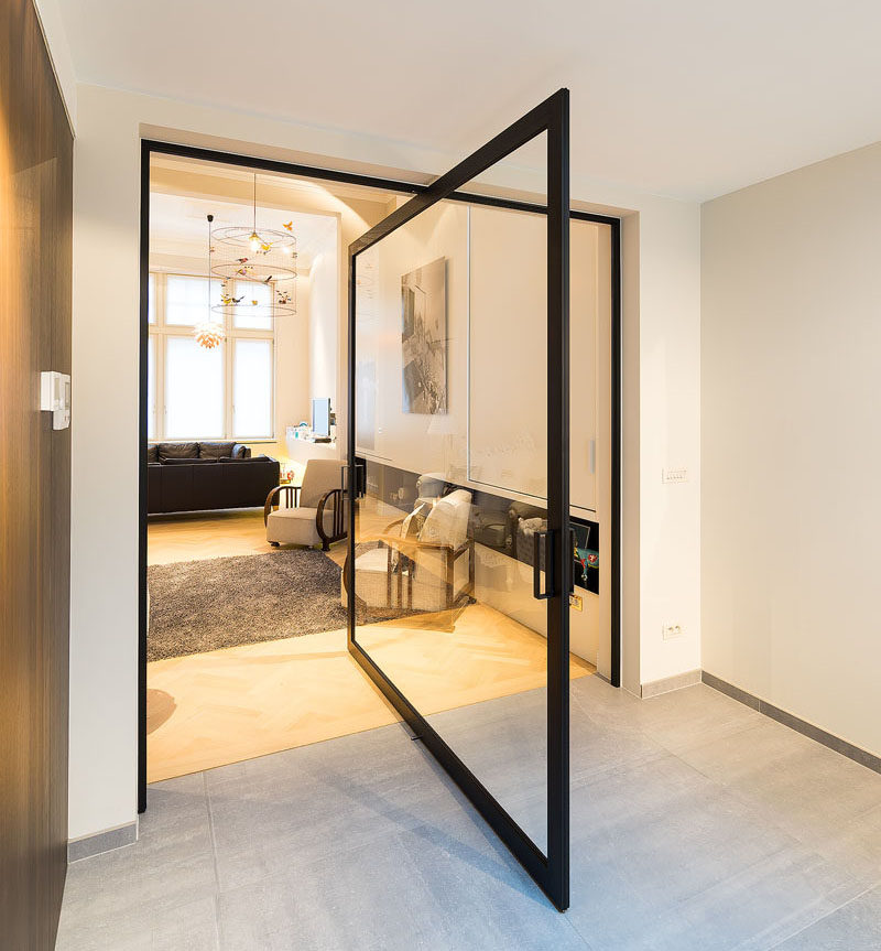 This glass pivot door has a unique central pivoting hinge that allows it to swing in both directions, enabling the doors to revolve up to 360°.