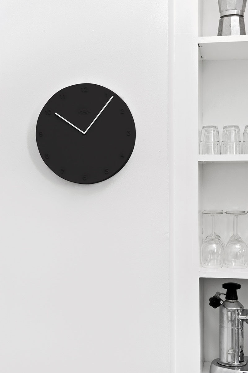 With a black clock hanging in your kitchen you'll always be on time and your kitchen will always be looking classy. #BlackKitchen #BlackClock #BlackDecor