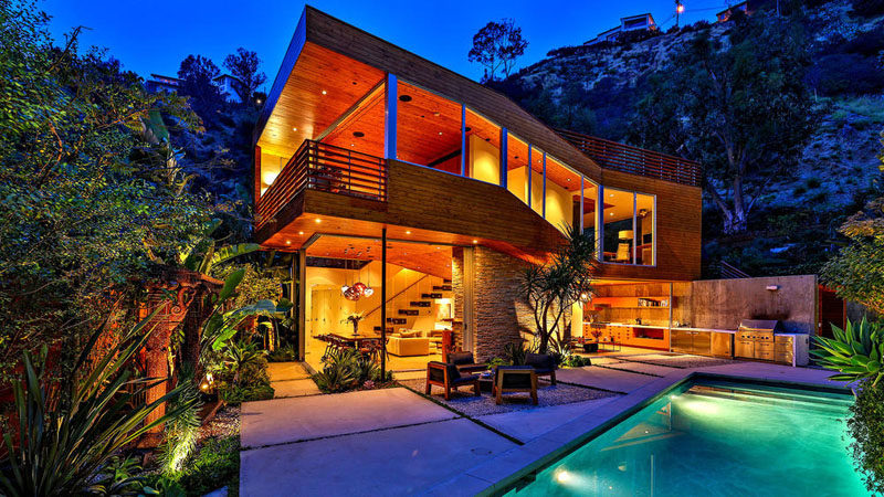 Hidden away at the end of a cul-de-sac in the Hollywood Hills, is this home that makes use of wood, stone and glass to create a relaxing and calm living environment.