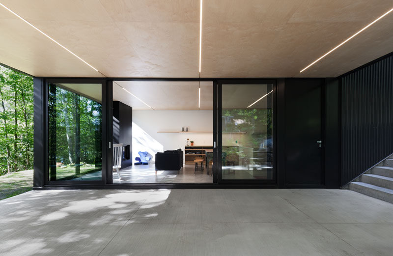 The outdoor ceiling that overhangs the terrace flows through to the inside of the cottage.