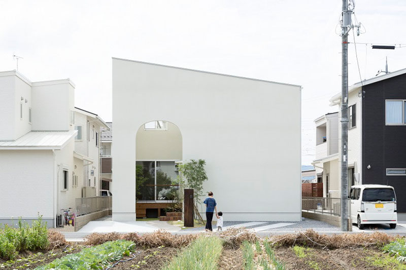 This Japanese house is full of arched details.