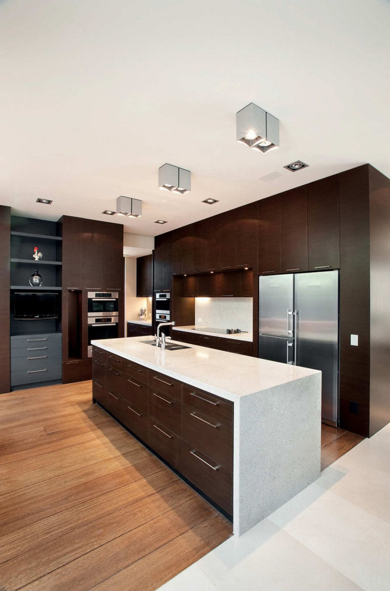 9 inspirational kitchens that combine dark wood cabinetry and white countertops contemporist. Black Bedroom Furniture Sets. Home Design Ideas