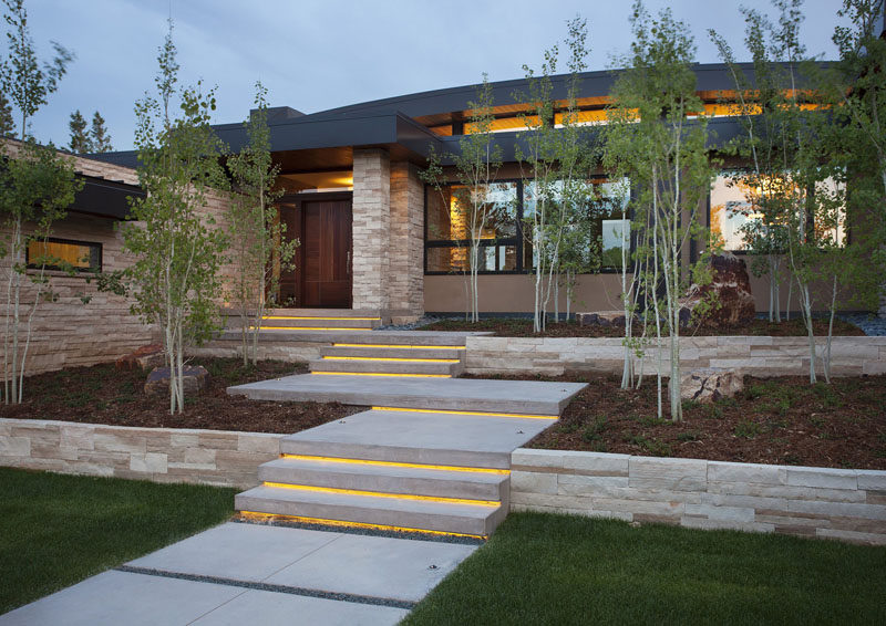 7 Landscaping Ideas For Your Front Yard // Include Lighting     A Lit