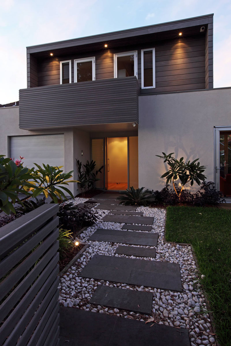 7 landscaping ideas for your front yard contemporist for Modern garden designs for front of house