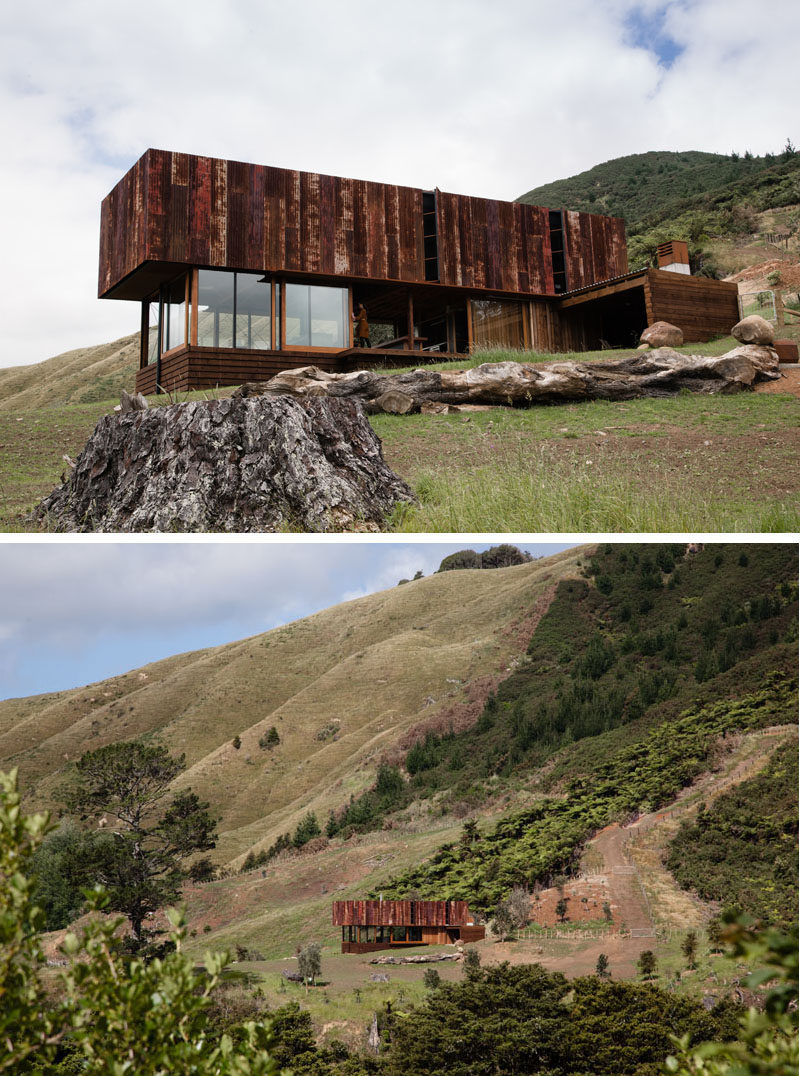 13 Totally Secluded Homes To Escape From The World // This vacation home was built to be a place to retreat to and relax in for a couple who work in the film industry.