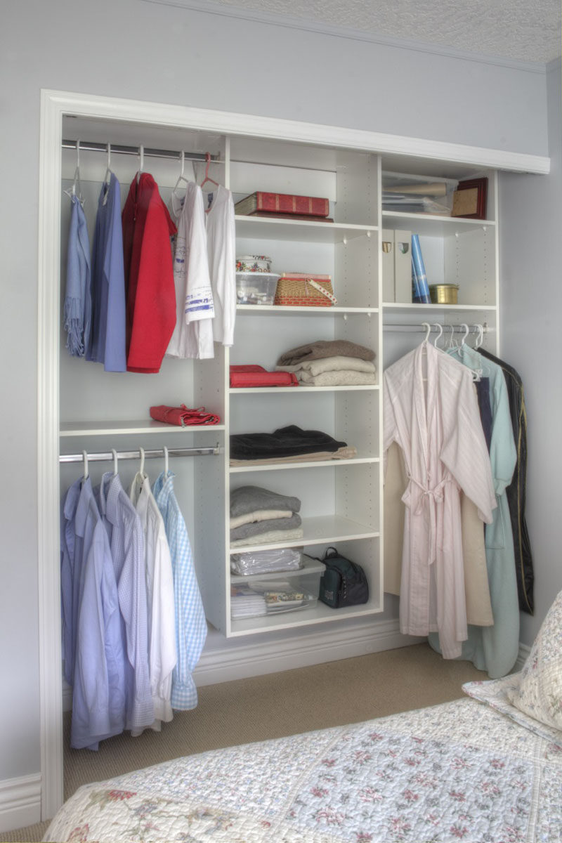9 storage ideas for small closets contemporist for Ideas para closets pequenos