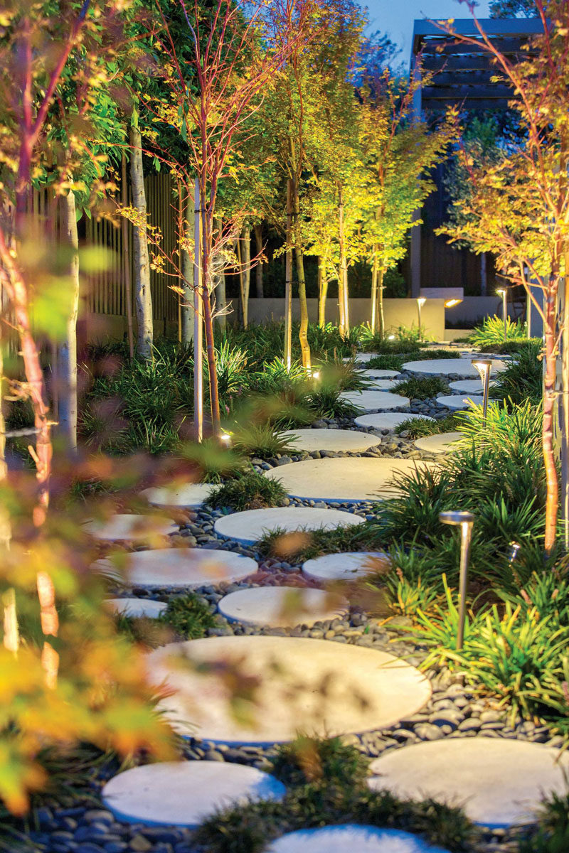 10 Ideas For Stepping Stones In Your Garden Circular Surrounded By Small