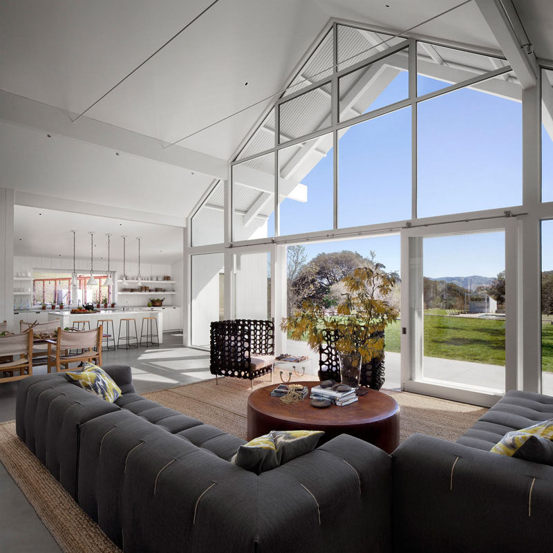 15 Awesome Examples Where Windows Follow The Roofline // This massive wall of windows perfectly follows the lines and angles of the roof and the edges of the walls to provide tons of light and views of the surrounding landscape.