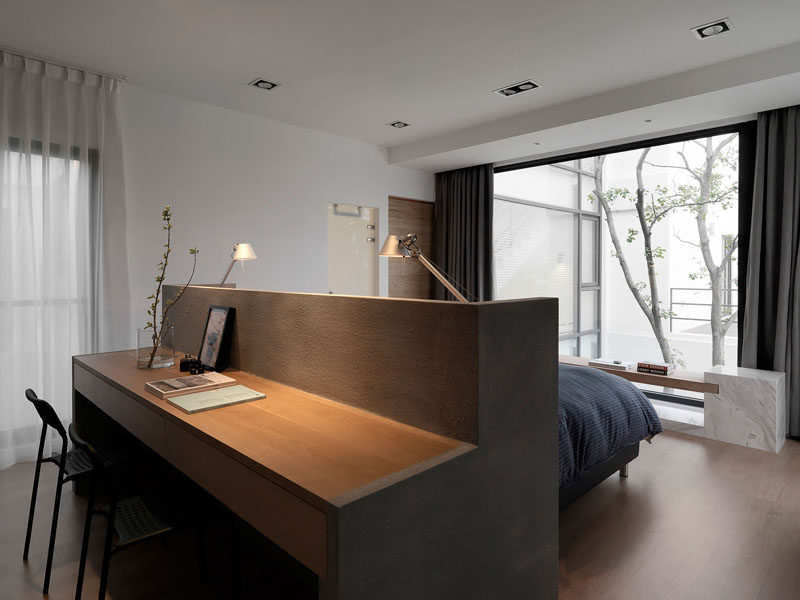 Bedroom design idea a desk built into the back of the headboard contemporist - Deco chambre jeune adulte ...