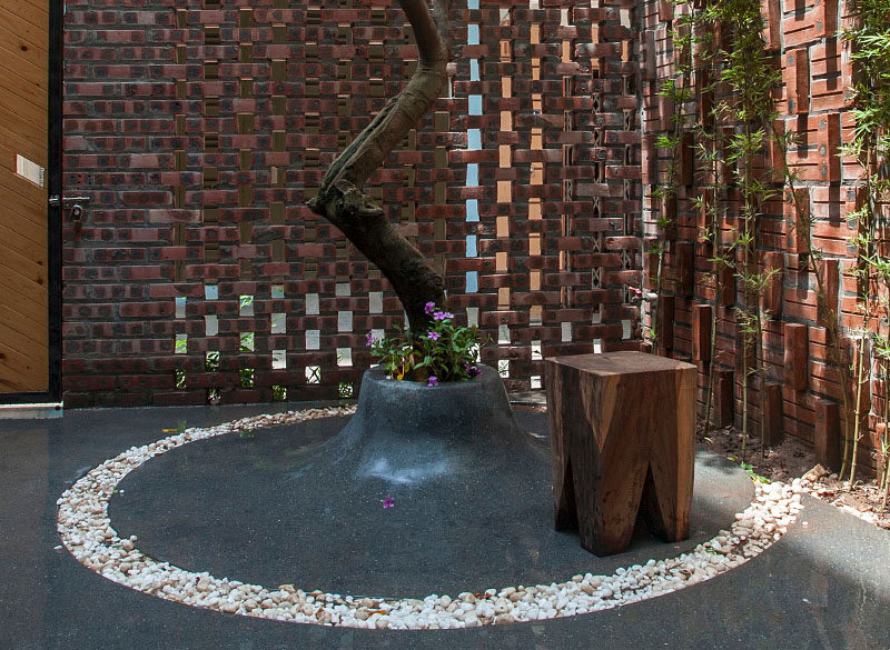 Landscape Design Idea - Customize An Outdoor Space With A Built-In Planter