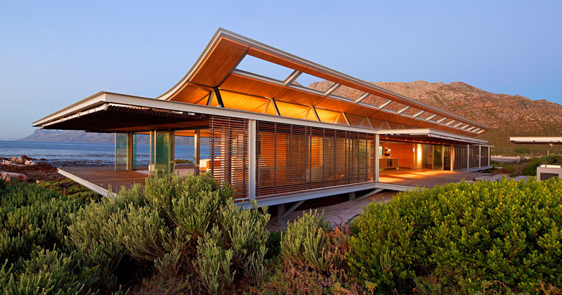 This Contemporary Beach House Embraces Its Seaside Location