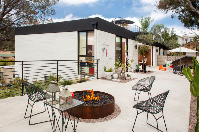 This Californian home has a minimalist outdoor patio area inspired by mid-century design.